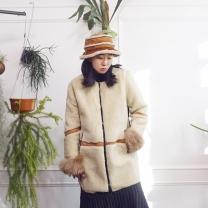 [바보사랑]뽀글이 양털 배색 라운드넥 무스탕 하프코트